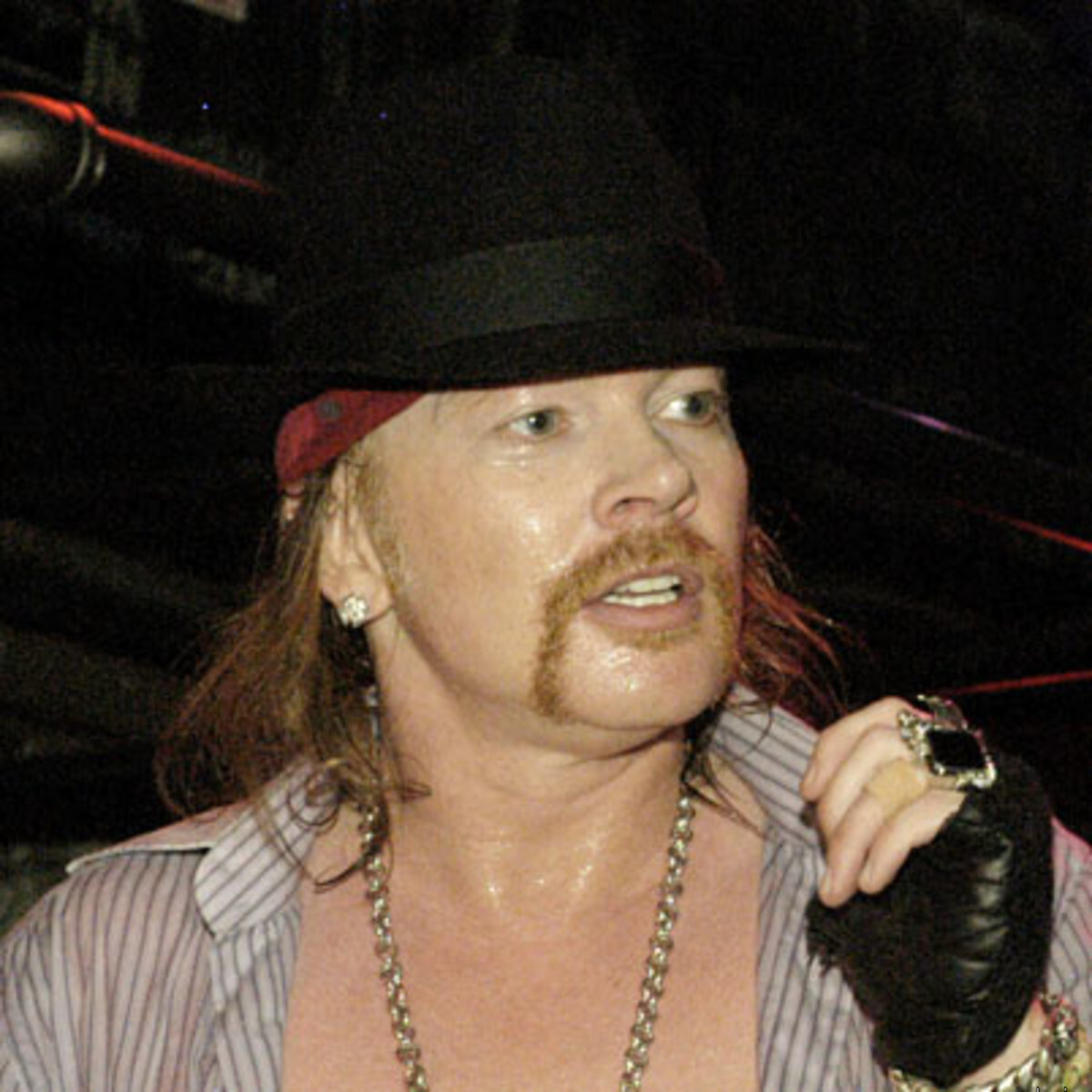 who is the lead singer of guns n' roses?