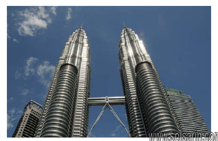 how many windows are in the petronas towers?